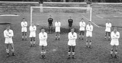 L'équipe de 1955 servant de bowling aux communistes après la révolte de 1956.