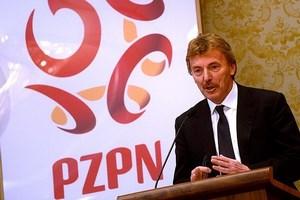Boniek, ancien coéquipier de Platini à la Juve, s'essaye aussi au costume