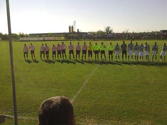 Le Poli dans le champêtre stade Comunal de Pîncota