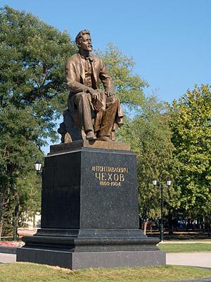 Chekhov, natif de Taganrog, y a sa statue
