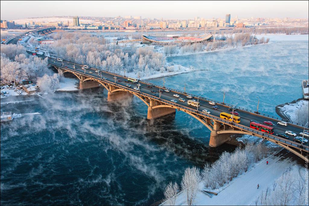 La rivière Yenisey gelée en hiver