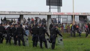 Gross présence policière au Stade Čika Dača