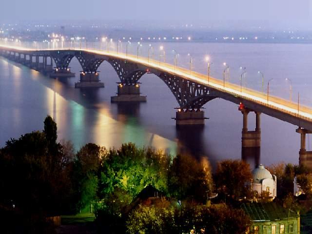 Le pont sur la Volga à Saratov
