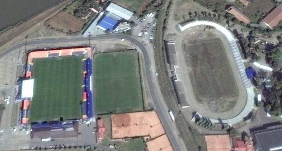 Le Stade Trans-Sil à gauche, et le Stade László Bölöni, ou ce qu'il en reste, à droite. (Capture d'écran Google Earth)