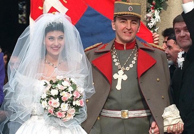 Le seigneur de guerre et la diva de la pop durant leur mariage