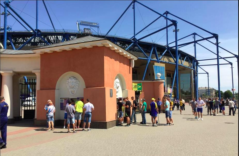 Aux abords du Metalist Stadium, la ferveur est bien redescendue après les années fastes sous Yaroslavsky