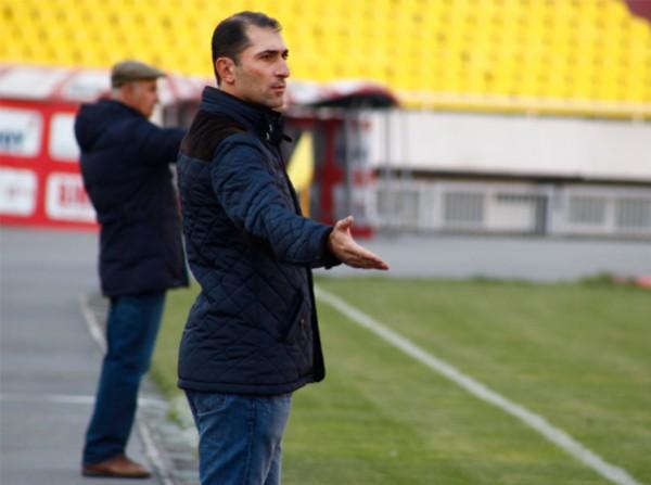 Hovsepyan sur le banc du Pyunik