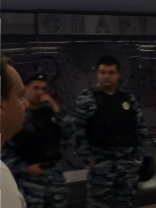 La police est prête et omniprésente depuis le métro