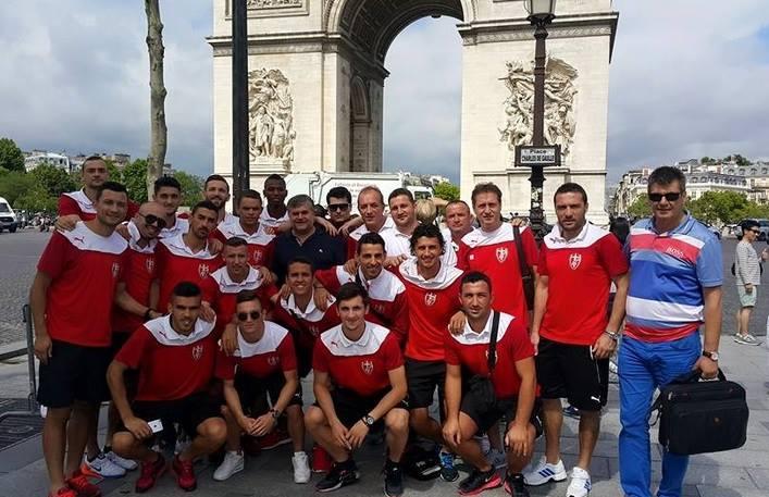 """La colonie de vacances """"Skenderbeu"""" fait une escale à Paris"""