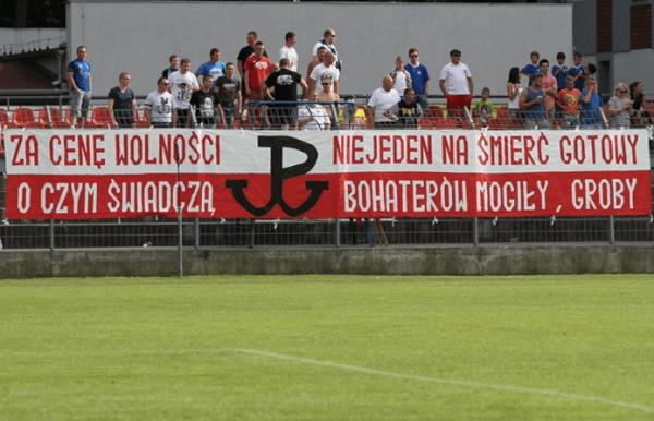 Les supporters du Chrobry Głogów lors du match face au MKS Kluczbork en D2 polonaise