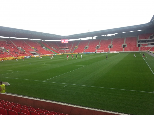 Un stade bien vide pour un premier match à domicile
