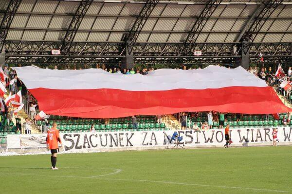 Les supporters du Stal Stalowa Wola face au Nadwiślan Góra en D3