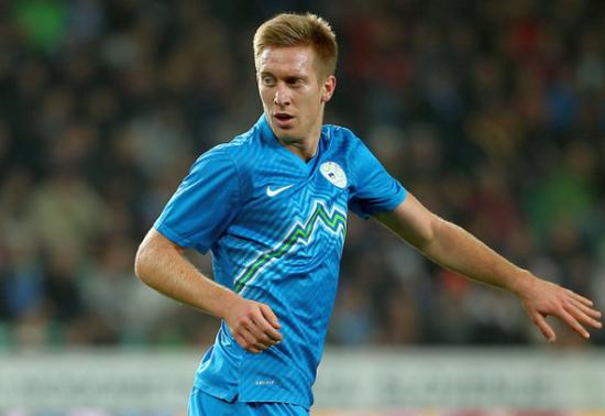Pas encore titulaire en sélection, Berić doit saisir sa chance à quelques mois d'un éventuel Euro pour les Slovènes.