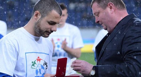 Jaba Kankava reçoit l'Insigne d'honneur du Ministère de la Santé Publique d'Ukraine pour son intervention sur Oleg Husyev