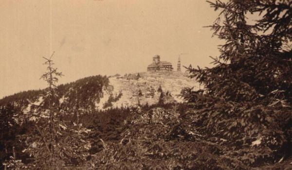 Une photo du Ještěd dans les années 50.