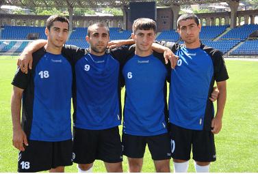 Mkhitaryan au Pyunik, ici à gauche.